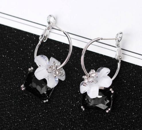 PA-103_Black-earrings1.png