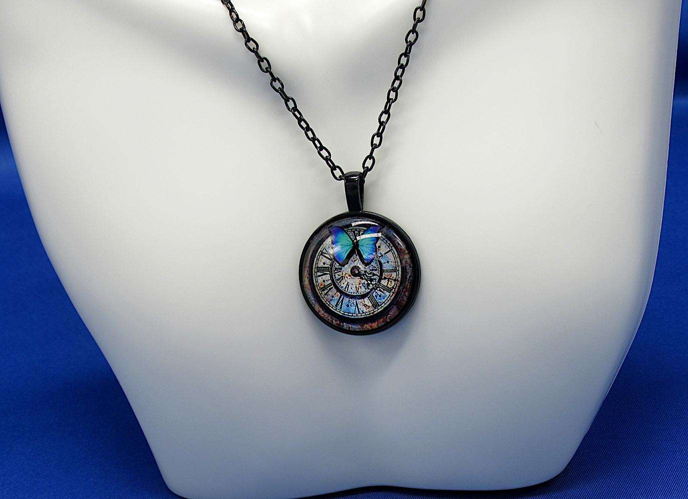 PA-104_Blue-Butterfly-Clock-Face_Blue-bkgrnd2.jpg