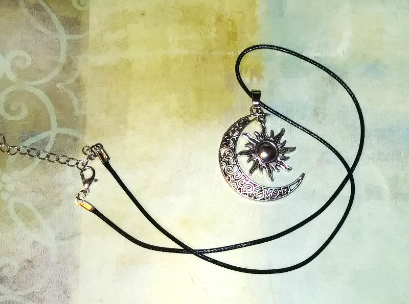 PA-107_Sun-and-moon-silver-pendant_cord.png