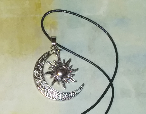 PA-107_Sun-and-moon-silver-pendant_cord2.png
