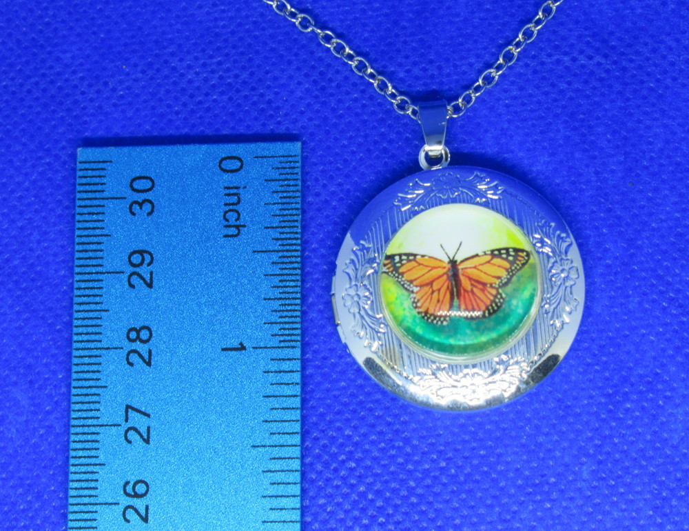 PA-117_Silver-Vintage-look-Monarch-Butterfly-Locket-with-Chain-front-measure.jpg