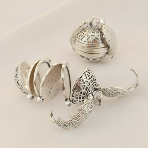 PA-119_Angels-Wings-Four-Photos-Locket_silver_open1.png