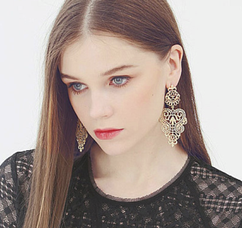 PA-123_Bohemian-Hollow-Leaf-and-Flower-Drop-Earrings_gold_model2.png